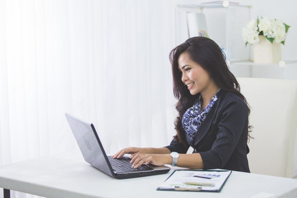 woman working on the computer
