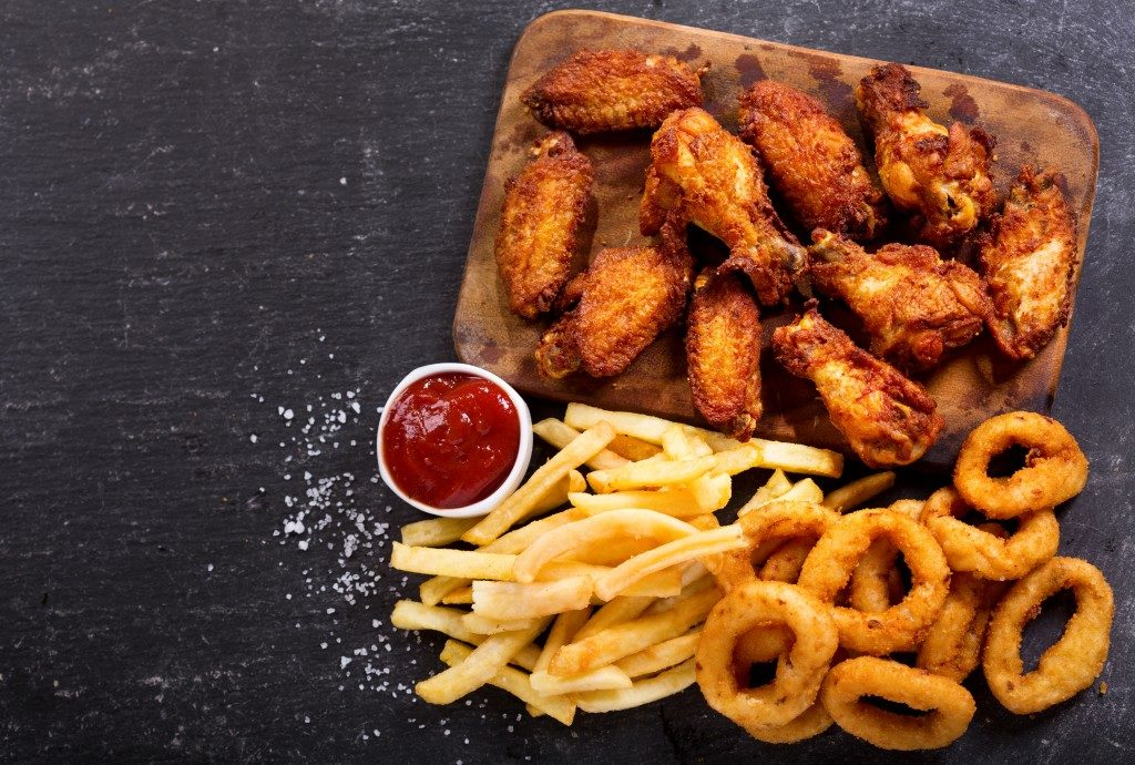 wings with fries and onion rings