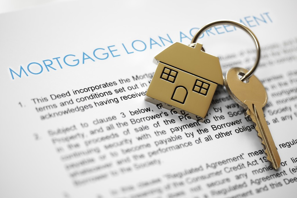 house keys and mortgage loan