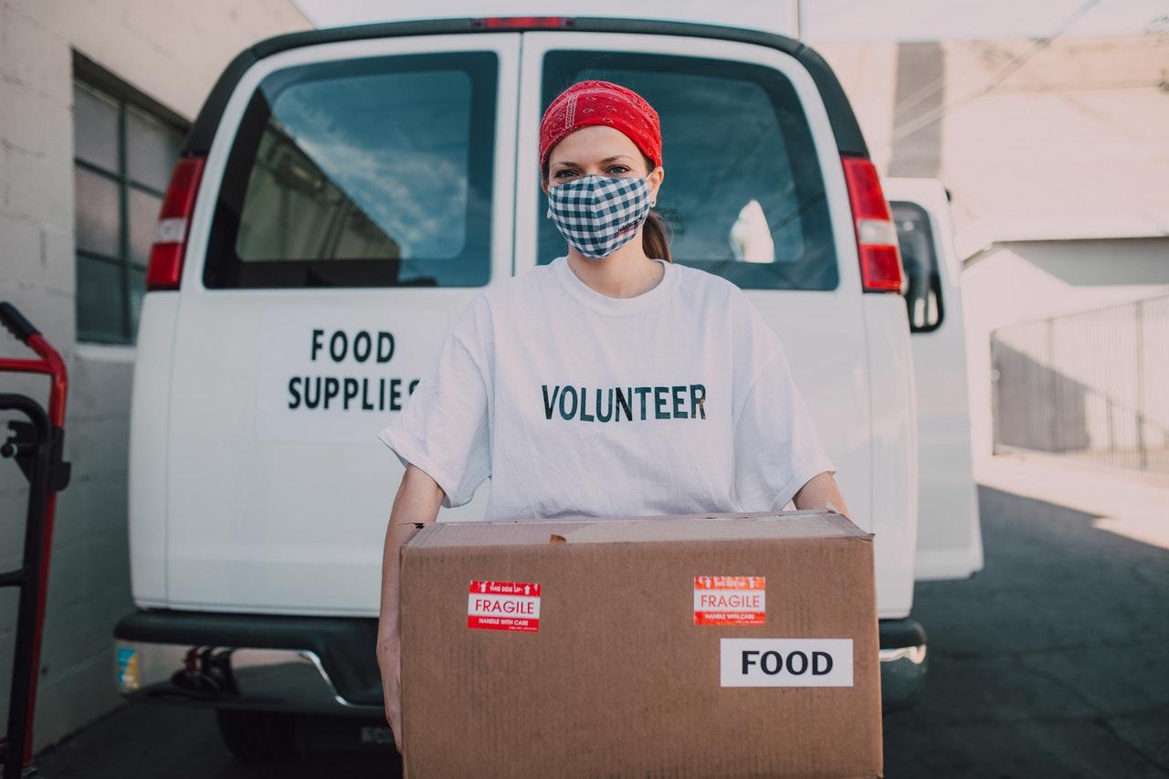 volunteer food donations